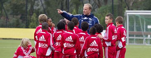 Come l'Ajax allena i suoi giovani!